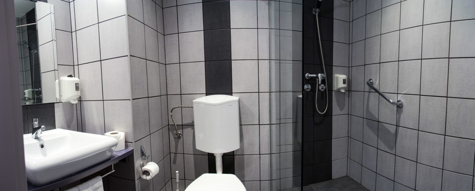 Berlin_bathroom-1600x646