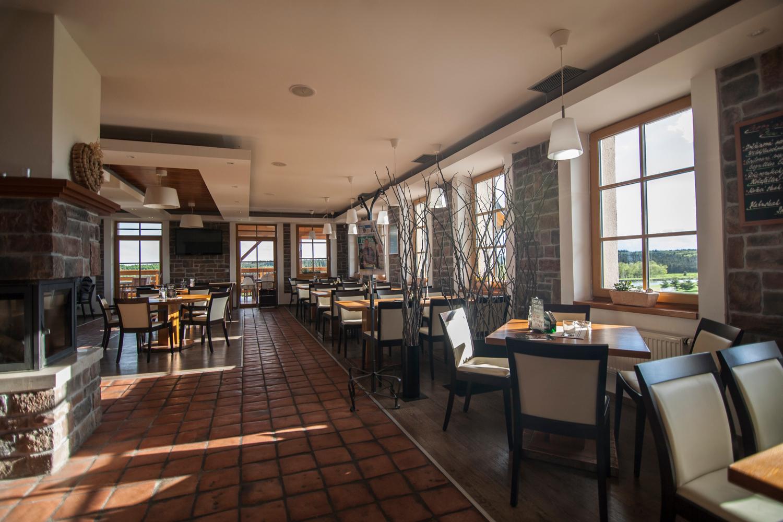 12_hotel-a-restauarace-krusnohorsky-dvur-restaurace